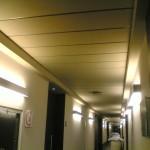 controsoffitto cartongesso corridoio hotel